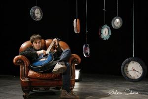 Eugenio Ripepi, in anteprima sul sito di Gq il video del brano Scarpe di colla