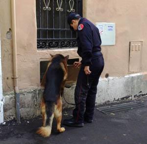 Proseguono i controlli al Pigneto. Sequestrate droga e moto, arresti per furti e molestie