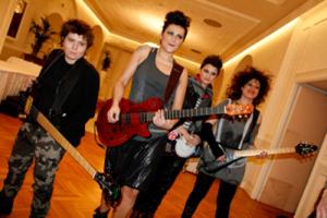 Ve ne andate o no? Il singolo di Le Rivoltelle il gruppo rock tutto al femminile