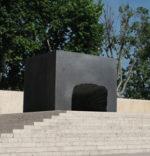 Roberto Pietrosanti e la sua installazione monumentale alla scalinata del Museo Ara Pacis di Roma