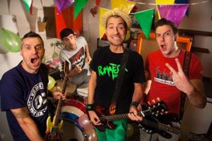 Rumatera, approda nei negozi Xente molesta, il nuovo album della band che unisce il punk rock al dialetto veneto