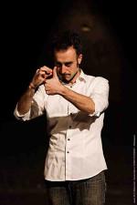Al Cocktail Comedy Club di Saverio Raimondo arriva Contiene Parolacce di e con Daniele Fabbri