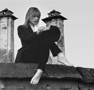 Distanti, l'ultimo singolo di Kimel approda nei digital download, sulle piattaforme e in rotazione radiofonica