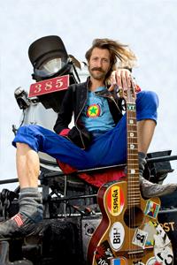 La Gipsy Punk-Rock Band torna con un nuovo album Gogol Bordello. Aprono il concerto i Man Man