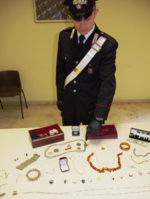 Svaligia un appartamento asportando gioielli per 10 mila euro. 18enne arrestata