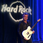 Ligabue e Hard Rock Café, la chitarra di Ligabue entra nella collezione Hard Rock International, la raccolta di cimeli della musica rock più famosa nel mondo