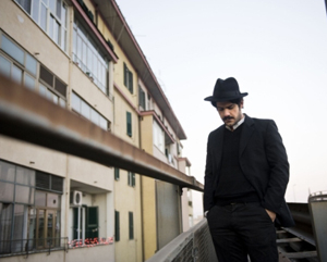 Alessandro Mannarino torna sul palco con Supersantos, The Resurrection