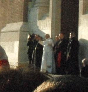 Bagno di folla per Papa Franscesco a Ostia