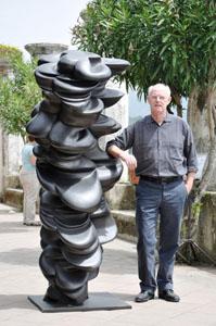 Tony Cragg al Ravello Festival. Lo scultore inglese a Ravello per inaugurare la sua mostra