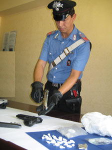 Sequestrati pistole, attrezzi da scasso, passamontagna e cocaina