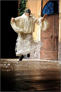 Amore e magia nella casa di Pulcinella, lo spettacolo in scena al Villaggio di Pazzielle, Giardini di Serapo di Gaeta