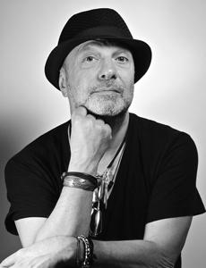 Sergio Caputo celebra i 30 anni di Sabato Italiano al Teatro Duse di Bologna