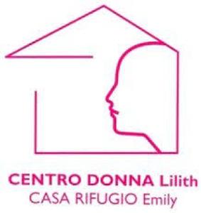 Le volontarie del centro Lilith di Latina tra il pubblico del Teatro Remigio Paone
