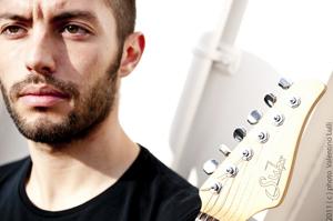 Sul palcoscenico dell'Officina Biologica Federico Procopio, guitar solo
