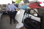 Scoperti a caricare pezzi di auto di lusso su un tir diretto in Polonia. Scattate le manette per cinque polacchi