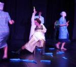 La donna bambina, la commedia pulp di Roberto Cavosi in scena al Teatro Vascello di Roma