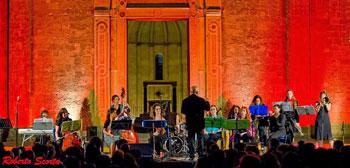 L'Orchestra del 41esimo parallelo al Negro Festival di Pertosa apre il concerto di Noa