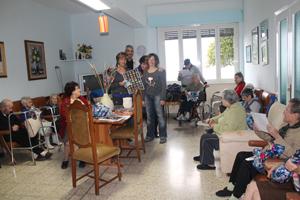 Pasqua alla casa di riposo Curzio Salvini con musica e uova di cioccolato