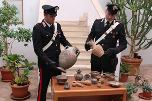 Tesoro etrusco sequestrato dai carabinieri. Denunciato un operaio edile