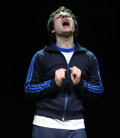 In punta di piedi, dopo dieci anni dal debutto, al Teatro dell'Orologio va in scena il primo lavoro della compagnia Biancofango