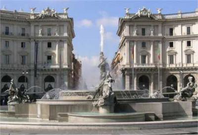 Piazza Esedra e la fontana delle Naiadi