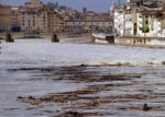 Maltempo a Firenze, scende il livello dell'Arno ma rimane l'allerta