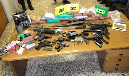 Sequestrato un deposito di armi e cocaina per un valore di €.2.500.000
