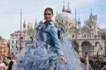 Melissa Satta, una splendida aquila vola nel cielo di Venezia