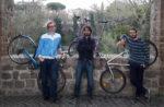 Tre attori in bicicletta per Altri Mondi Bike Tour
