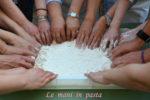 Donne con le mani in pasta, una ginnastica per la vita