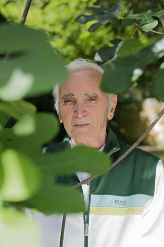 Charles Aznavour, entrato nella Hollywood Walk of Fame 2018, torna in concerto in Italia