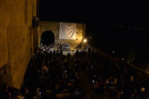 """Turismo boom a Rocca Imperiale per la nona edizione del festival """"Il Federiciano"""": è già sold out nelle strutture ricettive"""