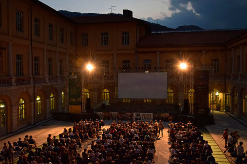 """La La Land"" in lingua originale al ""Cinema in cortile"""