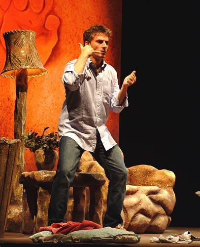 Caveman, l'uomo delle caverne con Maurizio Colombi in scena al Sala Umberto di Roma