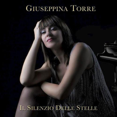 Giuseppina Torre presenta live i brani dell'album Il Silenzio delle Stelle alla Libreria Feltrinelli di Milano