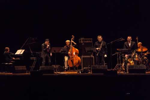 Pensieri e parole: Peppe Servillo e cinque jazzisti per l'omaggio a Lucio Battisti