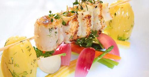 Spiedo di sogliola con verdure baby al pesto di sedano e basilico