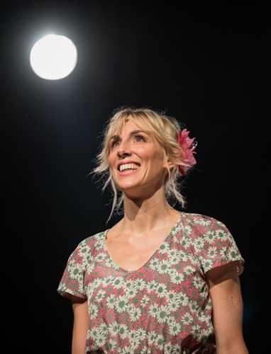 Il corpo perfetto, lo spettacolo scritto, diretto e interpretato da Lavinia Savignoni in scena al Brancaccino di Roma