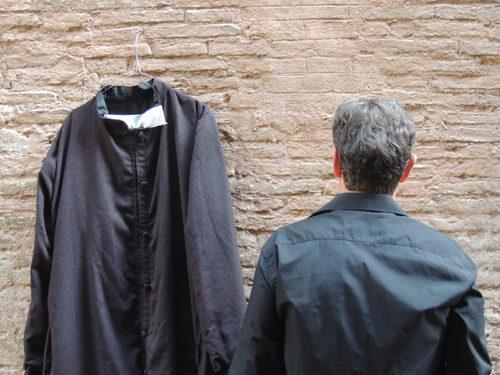 """""""La Confessione. Un Prete Gay Racconta La Sua Storia"""", lo spettacolo in scena in prima nazionale all'OFF/OFF Theatre di Roma"""