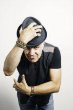 """Davide Van De Sfroos: domani in concerto al Creberg di Bergamo con il tour teatrale """"Tour De Nocc"""""""