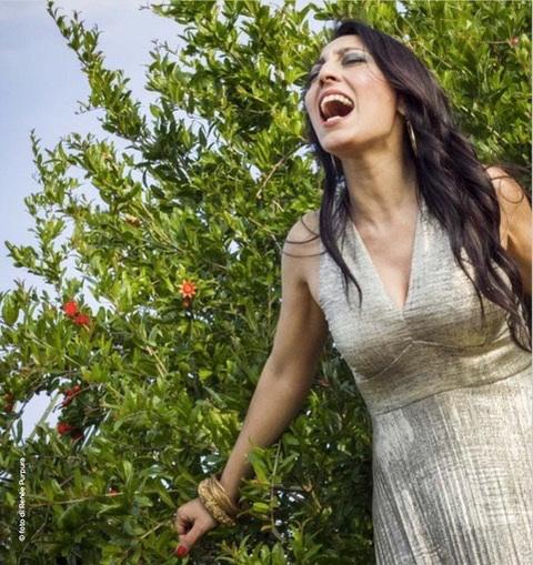 La cantastorie Eleonora Bordonaro chiude la terza edizione di Dancing On The Strings venerdì 16 novembre a Villasanta