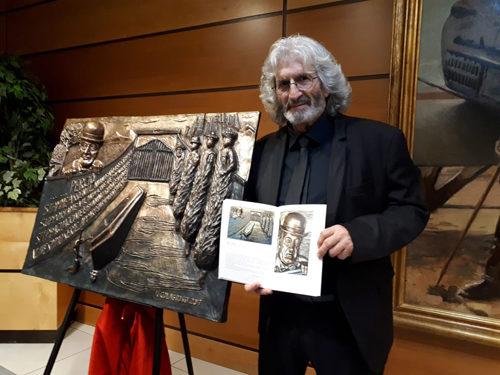 """Il Maestro Ignazio Colagrossi al Circolo dell'Aviatore. Presentata la monografia """"Sentimento e Materia"""" e la scultura dedicata a Totò"""