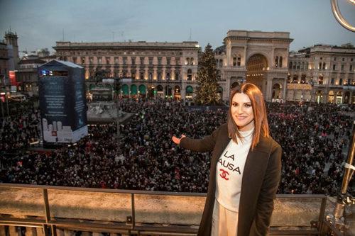 Grande successo per Laura Pausini a Piazza Duomo di Milano