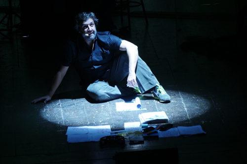 La macchina della felicità, lo spettacolo con Flavio Insinna in scena al Sala Umberto di Roma