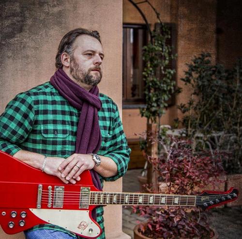 Folk-rock, ballads e atmosfere blues: Cesare Carugi in concerto allo Spazio Teatro 89 di Milano