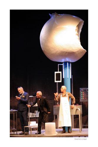 Biagio Izzo in I fiori del latte di Eduardo Tartaglia al Teatro Brancaccio di Roma