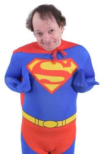 """Dado, arriva """"Il Super-ficiale"""" uno show da supereroe in scena al Teatro Tirso di Roma"""