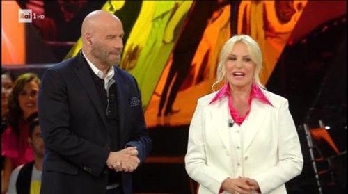 "John Travolta a ""Sanremo Young"" veste total look Matteo Perin"
