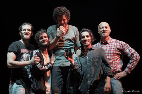 I ragazzi del cavalcavia, lo spettacolo in scena al Teatro Traiano di Civitavecchia