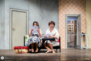 That's amore: folli convivenze forzate. Tre cuori e… un buco d'appartamento. Lo spettacolo in scena all'Eco Teatro di Milano
